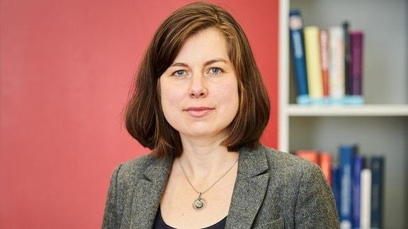 Dr. Nadja Douglas