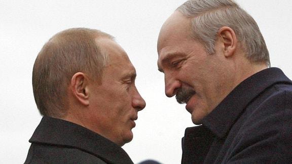 Präsident Wladimir Putin (li., Russland) anlässlich eines Treffens mit seinem Amtskollegen Alexander Lukaschenka (Belarus) in Minsk im Jahr 2007.