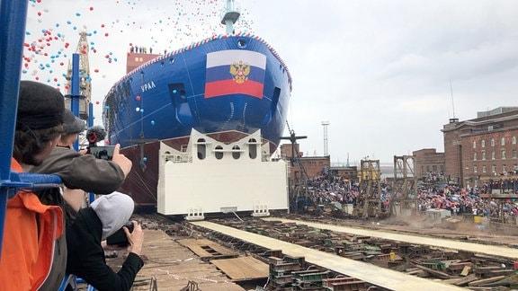 """Atomeibrecher """"Ural"""" läuft vom Stapel"""
