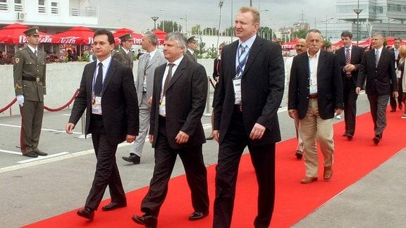 Bozidar Djelic, Eric Saintrond und Dragan Đilas bei Eröffnung der Universitätssiedlung Belville als Sportlerunterkunft der Universiade 2009 in Belgrad