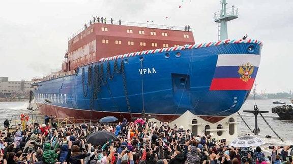 """Der Atomeisbrecher """"Ural"""" am 25. Mai 2019 im Hafen von St. Petersburg."""