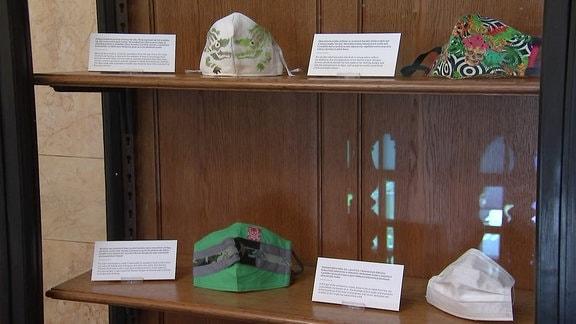 Masken in der Maskenausstellung im Nationalmuseum in Prag