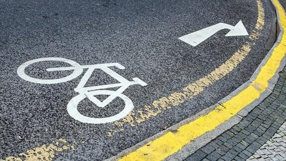 Fahrradstreifen-Straßenschild in Prag.