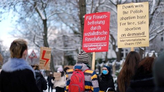 Demonstration der Frauenstreik-Bewegung Strajk Kobiet gegen das neue polnische Abtreibungsgesetz in Berlin.