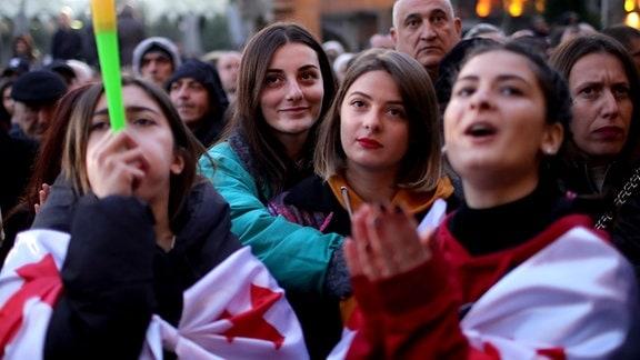 Teilnehmer bei Protesten in Tiflis