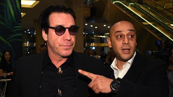 Rammstein-Sänger Till Lindemann (l)
