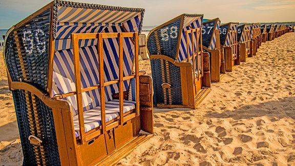 Strandkörbe an der Ostsee in Polen