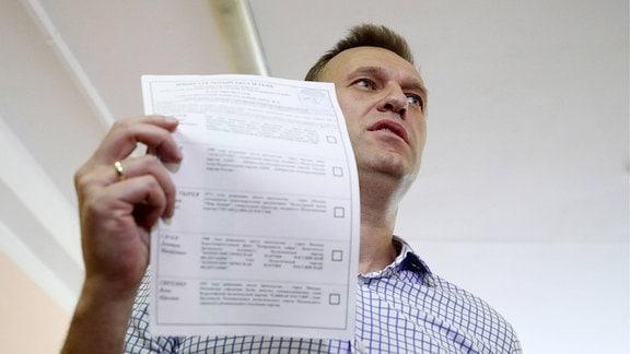 Alexej Nawalny bei der Stimmabgabe bei den Regionalwahlen in Russland