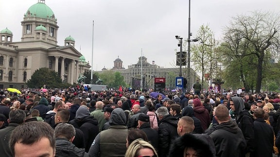 Demonstranten vor Präsidentenpalast