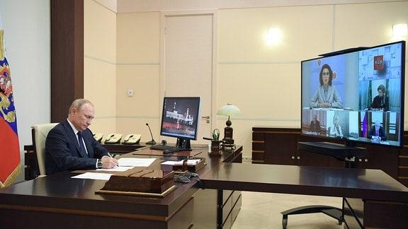 Russlands Präsident Wladimir Putin während einer Videokonferenz.