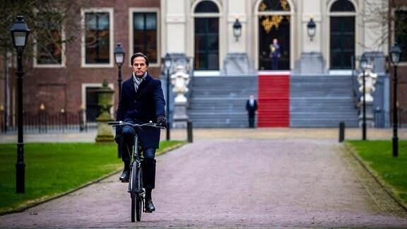 Mark Rutte fährt Fahrrad