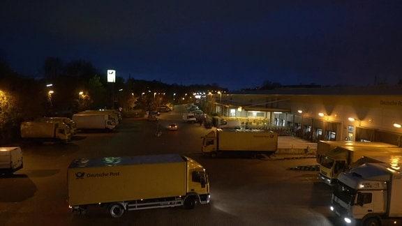 DHL Zentrum Leipzig Radefeld bei Nacht