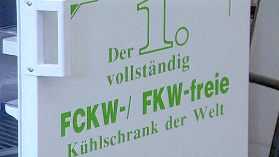historische Aufnahme des von Foron entwickelten ersten FCKW-freien Kühlschranks