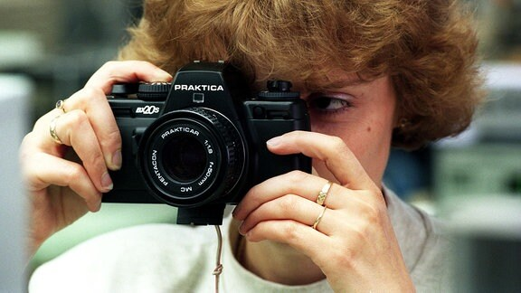 Die 150-jährige Tradition des Kamerabaus in Dresden wird mit der Produktion der Praktica BX20 S in der Jos. Schneider Feinwerktechnik GmbH & Co. KG Dresden fortgesetzt.