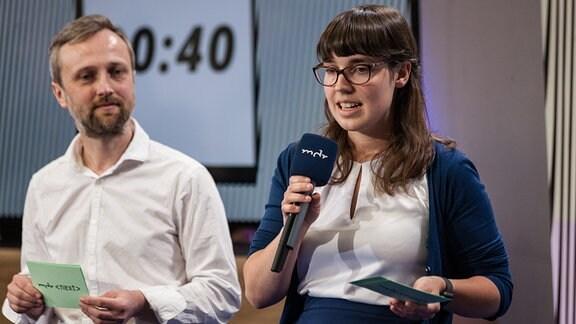 Johanna Daher und Martin Paul von MDR Sachsen-Anhalt haben ihre Idee DIAS getauft und das steht für Digitaler Assistent für die WhatsApp-Kommunikation.
