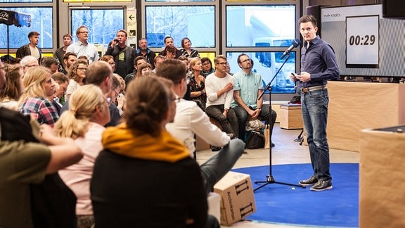 """Willem de Haan vom Desk Interaktiv hat seine Idee zum Foto-Blog """"Humans of Mitteldeutschland"""" vorgestellt."""