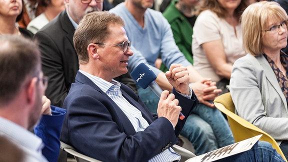 Betriebsdirektor Dr. Ulrich Liebenow hatte vor allem Fragen zur technischen Umsetzung der Projekte.