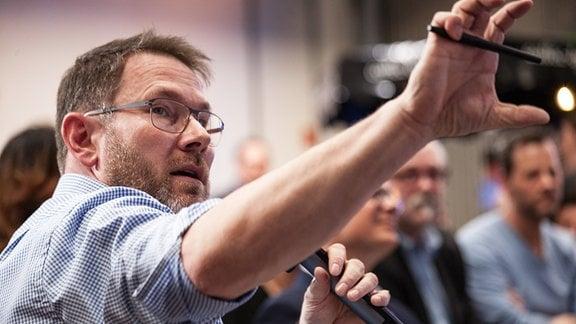 Jury-Mitglied Matthias Montag aus dem Direktionsstab der Programmdirektion Leipzig wollte es noch konkreter wissen.