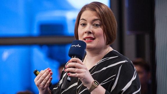 Kathrin Ruther von den Jungen Angeboten präsentierte das Konzept für den ersten wachsenden Podcast.