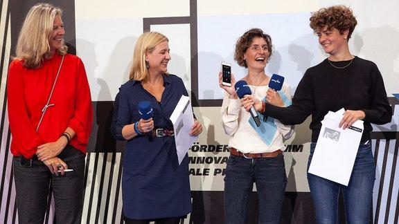 Meike Götz mit Jury beim Pitchday