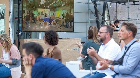 Gäste aus dem ganzen MDR kamen live zum Pitchday auf dem MDR Campus in Leipzig.