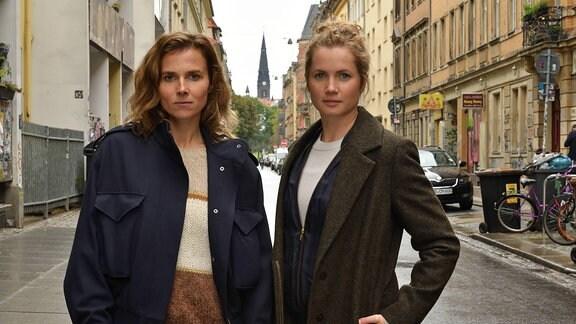 """Karin Gorniak (Karin Hanczewski) und Leonie Winkler (Cornelia Gröschel) / Drehstart für zwölften Dresden-Tatort """"Pavlovs Köter"""" (AT)"""
