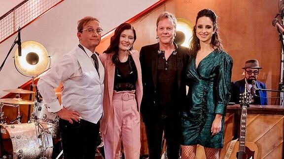 Moderatoren Stephanie Stumph und Wigald Boning mit den Gästen Hollywoodstar Kiefer Sutherland und die junge deutsche Sängerin Madeline Juno (Aufgezeichnet wurde die dritte Staffel bereits im Herbst 2019)