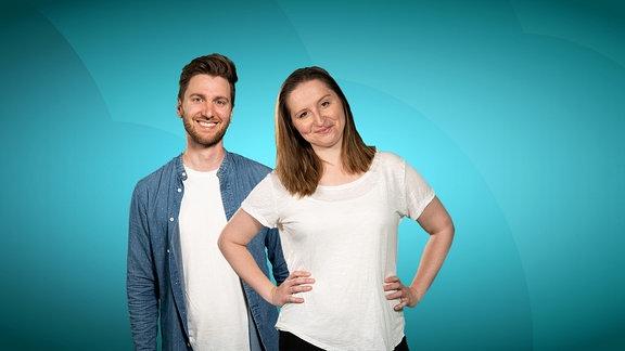 """Die beiden Hosts des TikTokFormats """"wahrscheinlich peinlich"""": Philipp Dubbert und Viktoria Schackow."""