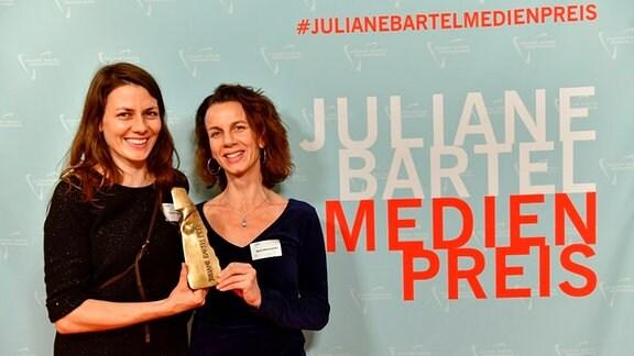 """Autorin Susanne Radelhof (li.) und Produzentin Maria Wischnewski der MDR/rbb-Dokumentation """"Bauhausfrauen"""""""