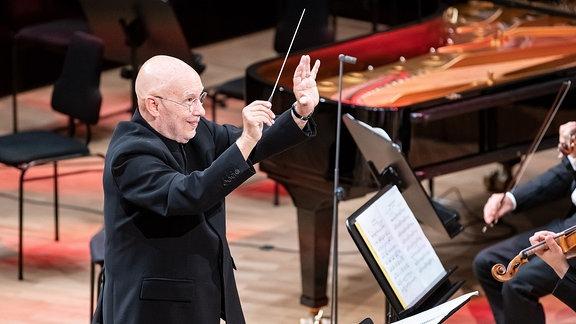 Antrittskonzert von Dennis Russell Davies, dem neuen Chefdirigenten des MDR-Sinfonieorchesters am 27.09.2020 im Gewandhaus in Leipzig