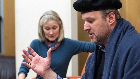 """Der Chef einer PR-Agentur überzeugt Margot Käßmann von einer medienwirksamen PR-Strategie für das Reformationsjubiläum: Ein Schauspieler soll angeheuert werden, der über mehrere Wochen den Reformator mimt. Als Luther hat man dabei den bekannten, aber derzeit wenig erfolgreichen Schauspieler Winfried Schaller im Blick … """"Lutherland"""" erzählt die Geschichte des Winfried Schaller und wie er als Luther von einer Katastrophe in die nächste rutscht. Die Kurzhörspielreihe ist zu hören vom 15. bis 26. Mai, montags bis freitags um 8.40 Uhr bei MDR KULTUR – Das Radio."""