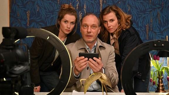 """Drehstart Tatort Dresden """"Das Kalte Haus""""(AT) mit: Cornelia Gröschel, Martin Brambach und Karin Hanczewski (re.)"""
