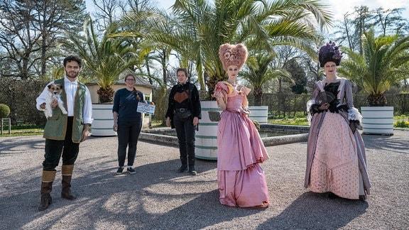 (v. l.n.r.) Aram Arami (Prinz), Fee Scherer (Kamera), Luise Brinkmann (Regie), Julia Windischbauer (IRM) und Justine Hauer (Baronin)