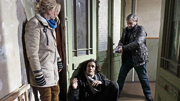 Sergej Moya als Jürgen Baumann, Isabell Gerschke als Nora Lindner und Wolfgang Winkler als Schneider
