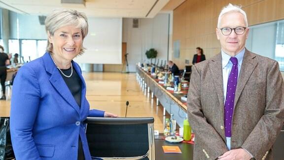 Treffen der Behindertenverbände am 24.09.2021in Leipzig MDR Zentrale Prof. Dr Karola Wille (MDR-Intendantin) und Georg Schmolz (Leiter Barrierefreiheit)