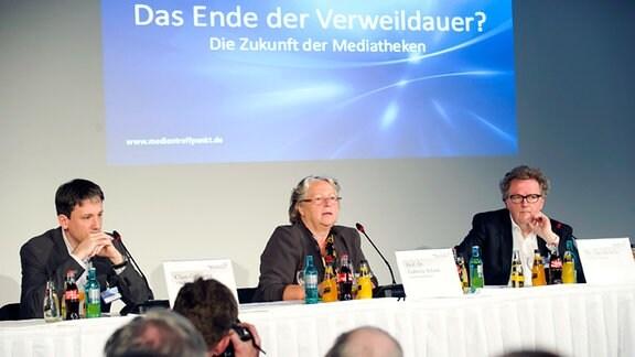 Im Podium v.l.: Claus Grewenig (VPRT),  Prof.Dr. Gabriele Schade (MDR-Rundfunkrat), Dr. Jochen Huber (Der Tagesspiegel)