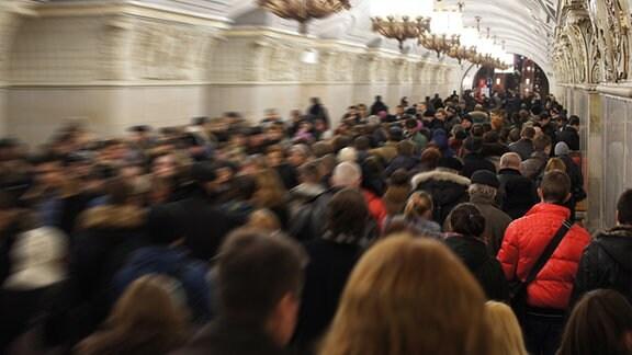 Menschenmenge auf einem U-Bahn-Bahnhof