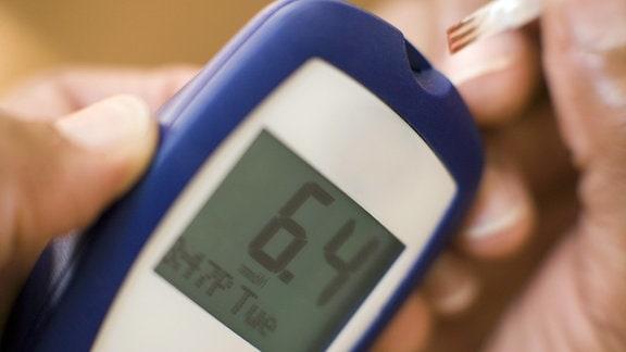 Ein Blutzuckertestgerät mit einem Teststreifen