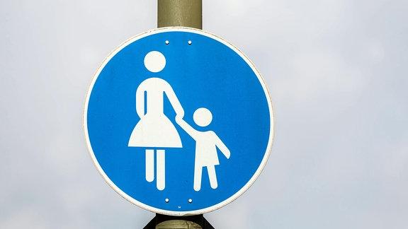 Verkehrszeichen Gehweg.