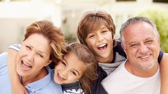 Großeltern und ihre Enkel