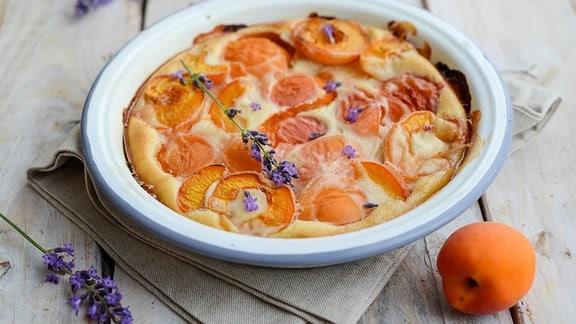 Clafoutis mit Aprikosen und Lavendel