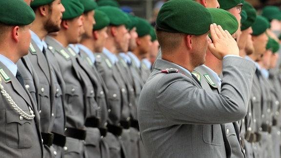 Bundeswehrsoldaten beim feierlichen Gelöbnis