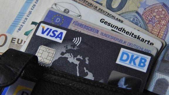 Kreditkarte mit NFC-Funktion, 2016