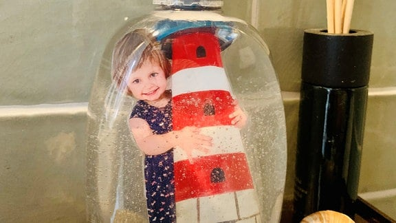 Ein Kinderfoto auf einem Seifensprender