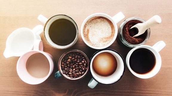 Tassen mit Kaffee