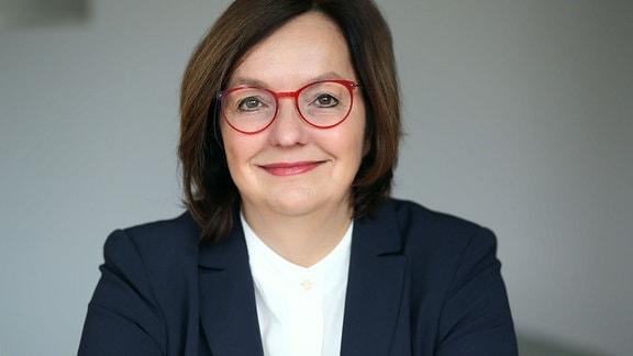 Dr. Ruth Hecker
