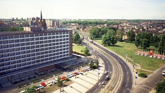 Blick auf das Interhotel Warnow in Rostock.
