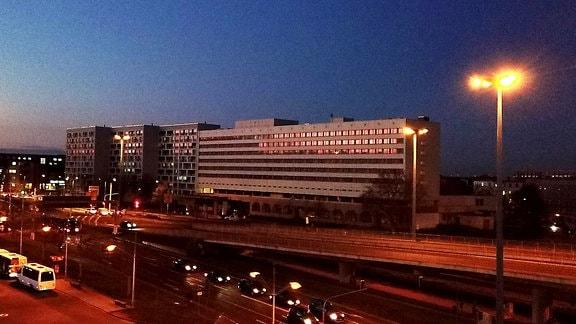 Halle Saale Luftbild Luftaufnahme Riebeckplatz ehemaliges maritim - Hotel, davor Interhotel.