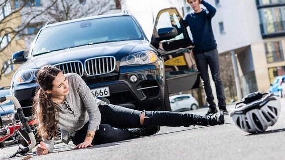 Symbolbild - Fahrradfahrer mit schweren Verletzungen nach Verkehrsunfall mit einem Auto.