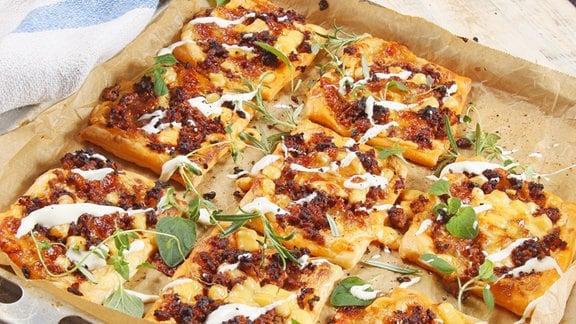 Familienpizza mit Hackfleisch